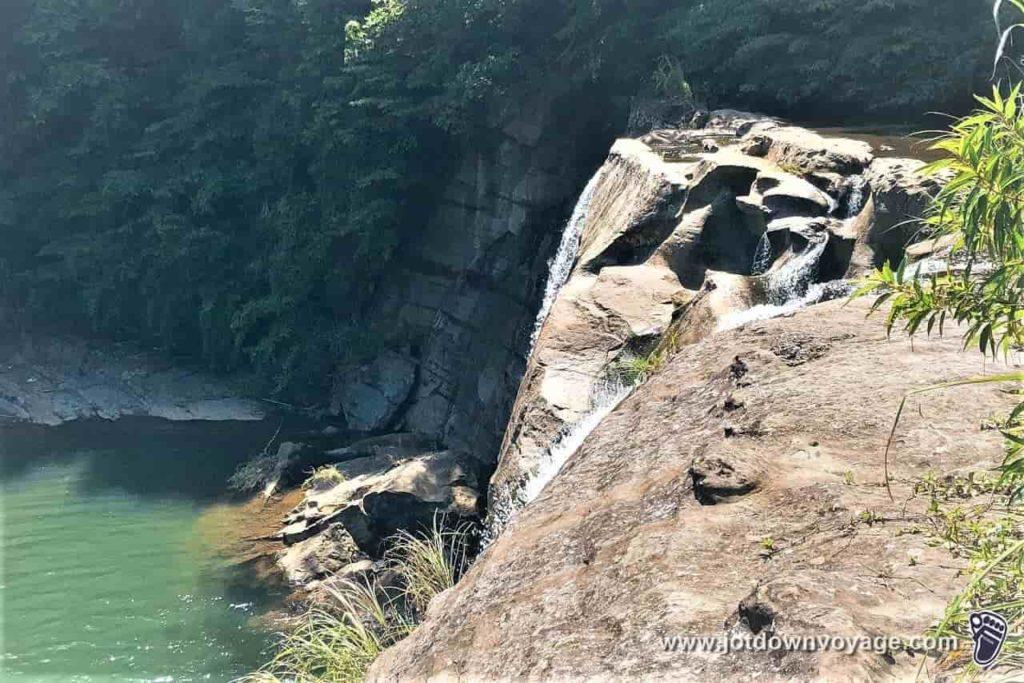 平溪、嶺腳石窟大瀑布路線規劃指南:平溪秘境一日遊