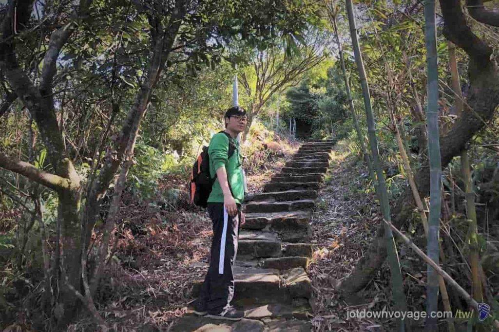 台北市內湖登山步道:忠勇山 Hiking in Taipei