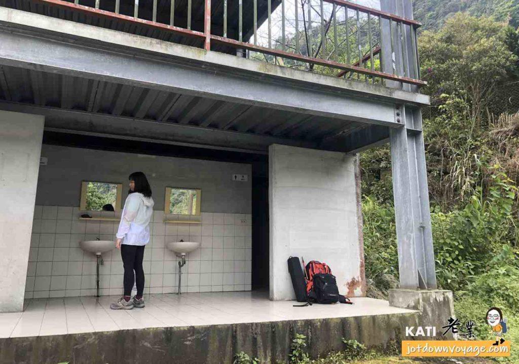 馬那邦山登山步道:珠湖登山口停車場廁所(停車費100元)