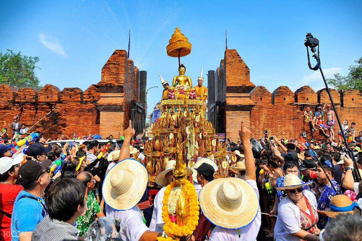 2019 泰國潑水節.禁忌、寺廟祈福、浴佛儀式:深度文化之旅懶人包