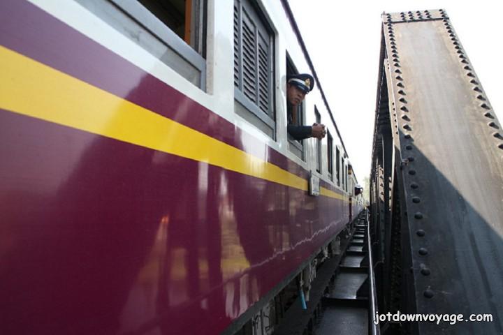 泰國遊記:Kanchanaburi 北碧府淘泰朗包車一日遊、桂河大橋、徒步慢行