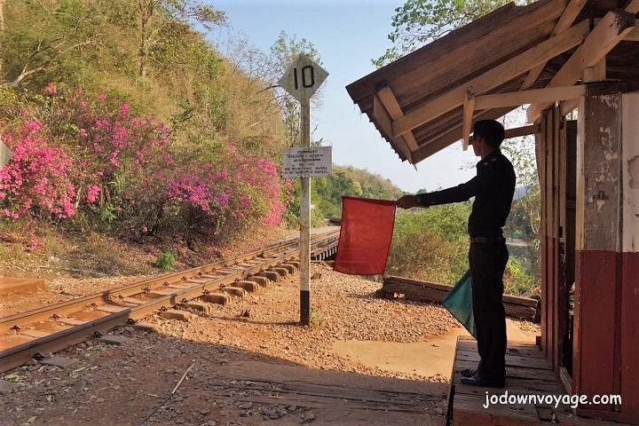 2019 泰國遊記:Kanchanaburi 北碧府一日遊、泰緬鐵路、死亡鐵路經典段、Tham Krasae站