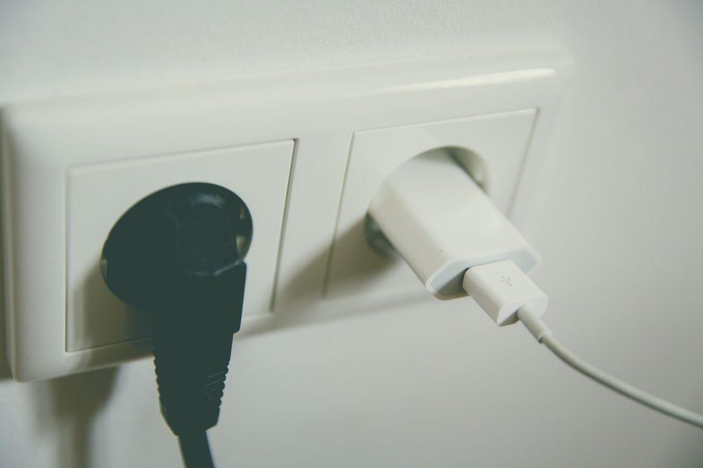 旅行萬用轉接頭推薦 Universal adapter 使用安全