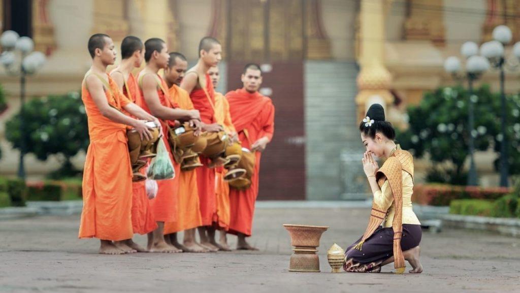 去泰國一定要知道的14個旅遊注意事項-泰國和尚的禁忌