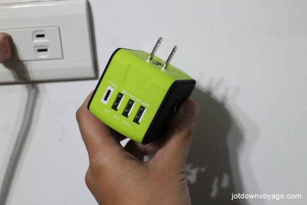 開箱實測-新一代旅行萬用轉接頭推薦;家用、多項電子產品充電