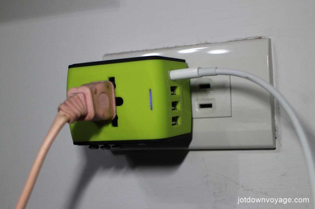 開箱實測-新一代旅行萬用轉接頭推薦;家用、多項電子產品充電、MacBook轉換頭