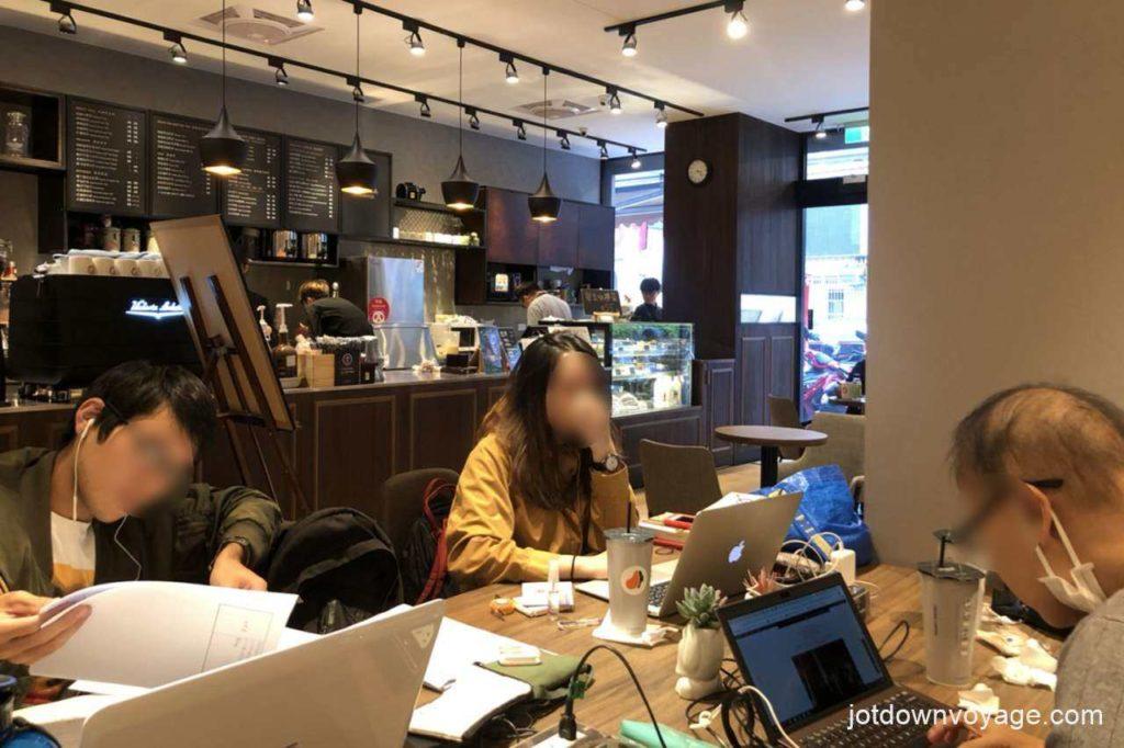 開箱實測-新一代旅行萬用轉接頭推薦;咖啡廳、多項電子產品充電
