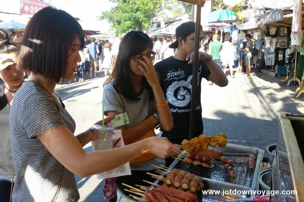 炸餛飩皮(包鳥蛋)|泰國自由行街邊小吃美食推薦