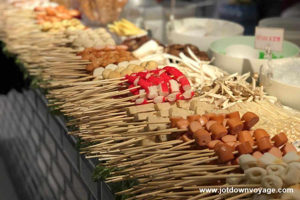 涼拌丸子串|泰國自由行街邊小吃美食推薦