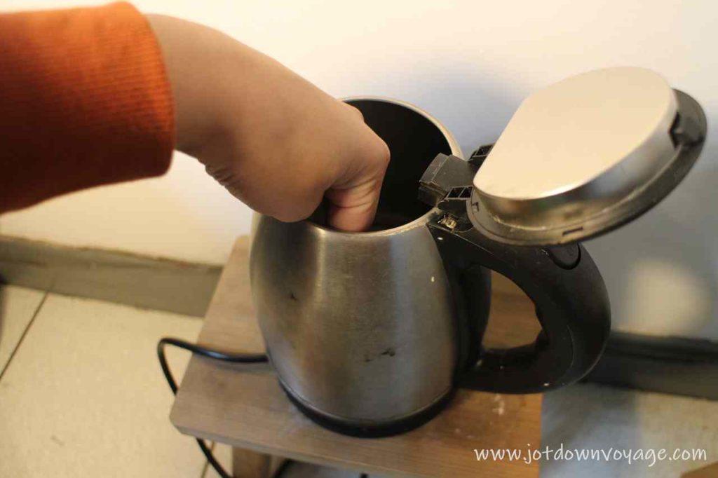 傳統家用快煮壺 vs KINYO 雙電壓0.6L旅行快煮壺