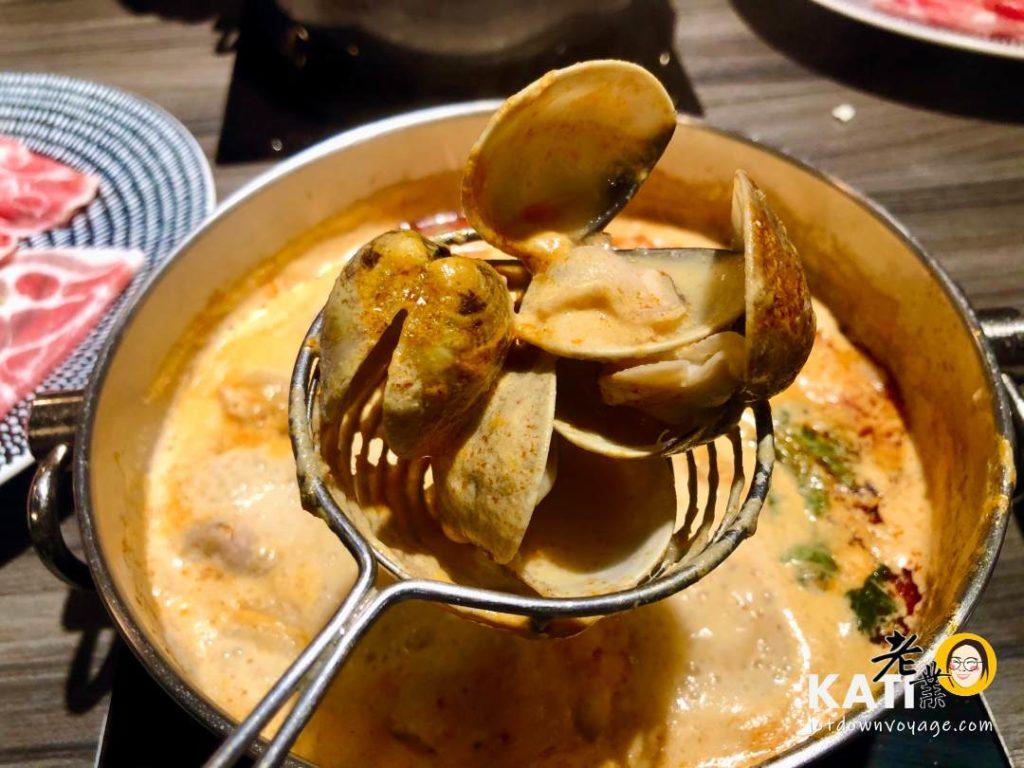 叻沙蛤蜊——新莊美食《胡叻南洋精緻火鍋》食記評價