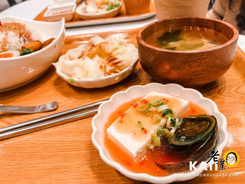 泰式皮蛋豆腐、小菜、例湯